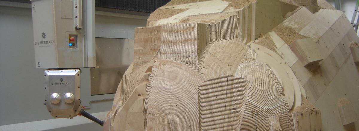 3+2Achs bearbeitung eines Holzmodells